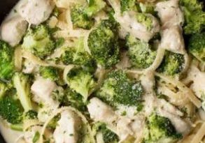 Lightened-Up-Chicken-and-Broccoli-Pasta_2857-660x990